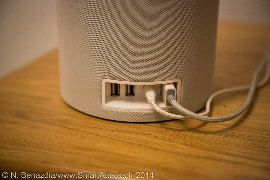 Au niveau connectique, on retrouve 3 prises USB et une prise pour le secteur.
