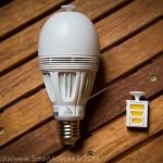 L'ampoule Awox Aromalight et un tiroir pour huile essentielle