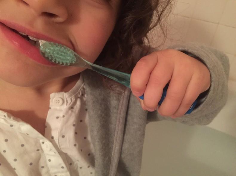 test de la brosse à dents connectée Rainbow de Vigilant